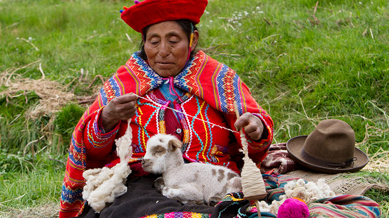 Lady in Peru makes Yarn