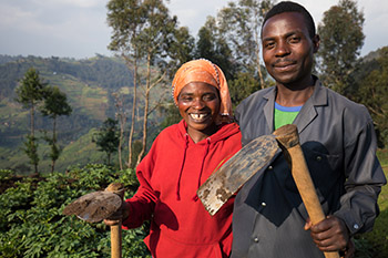 Husband and wife farmer team in Rwanda